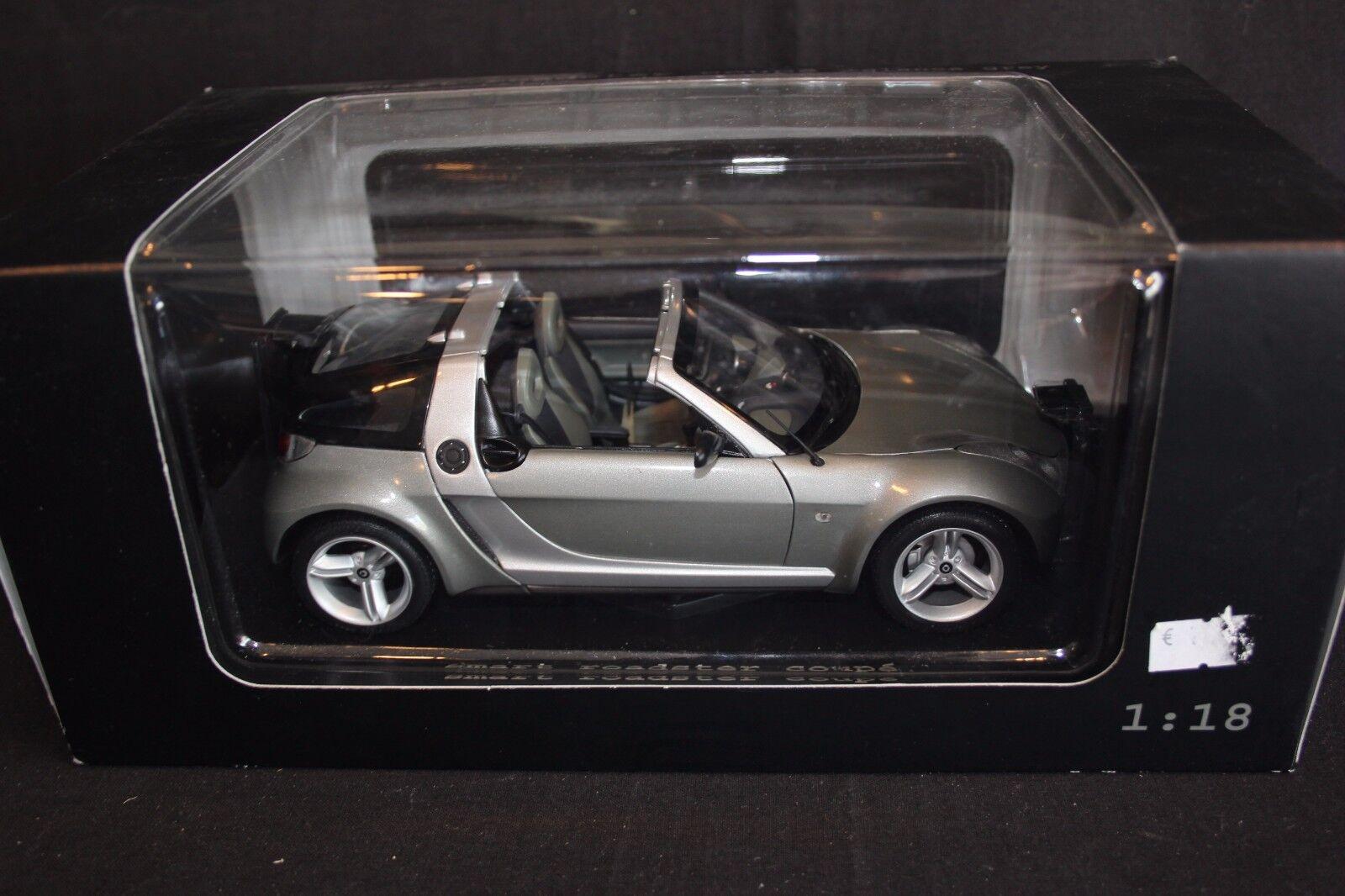 Maisto Smart Roadster Coupé 1 18 glance grey (JS)