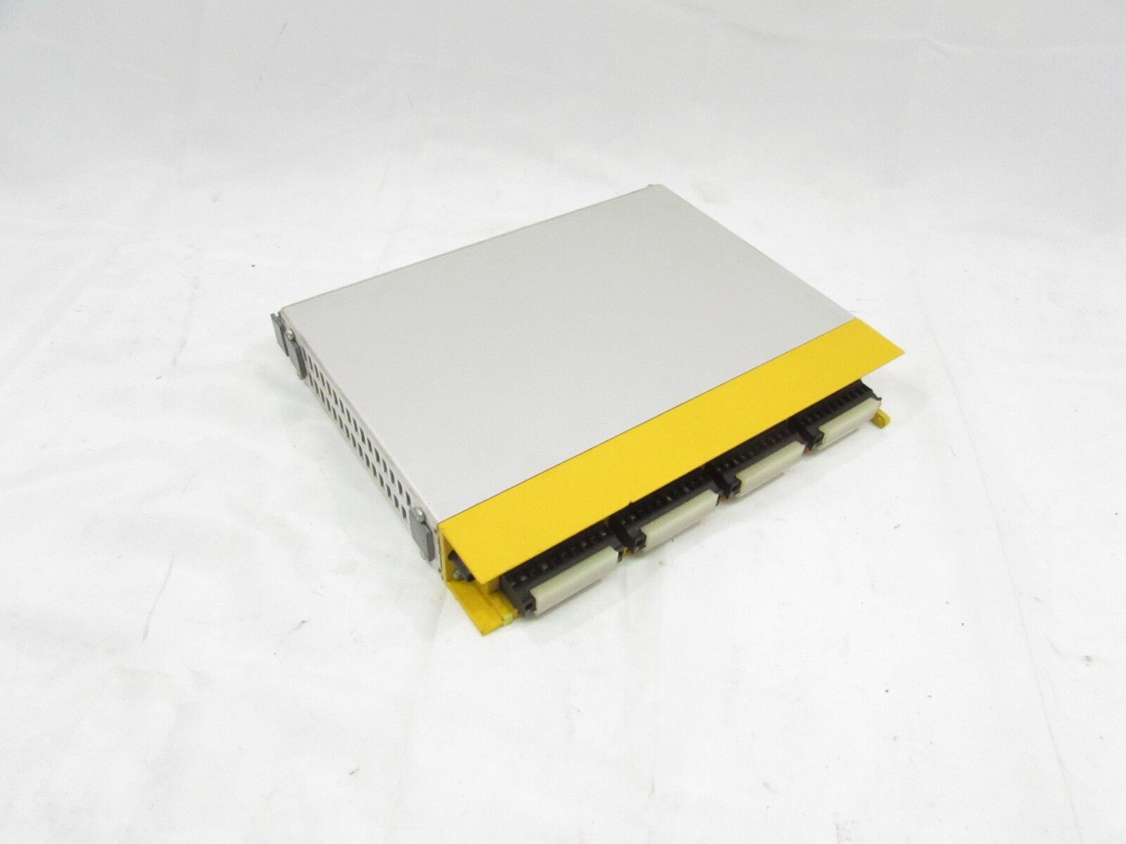 PILZ 301110 PSS DO OUTPUT MODULE 32OUTPUT 24VDC 2AMP XLNT