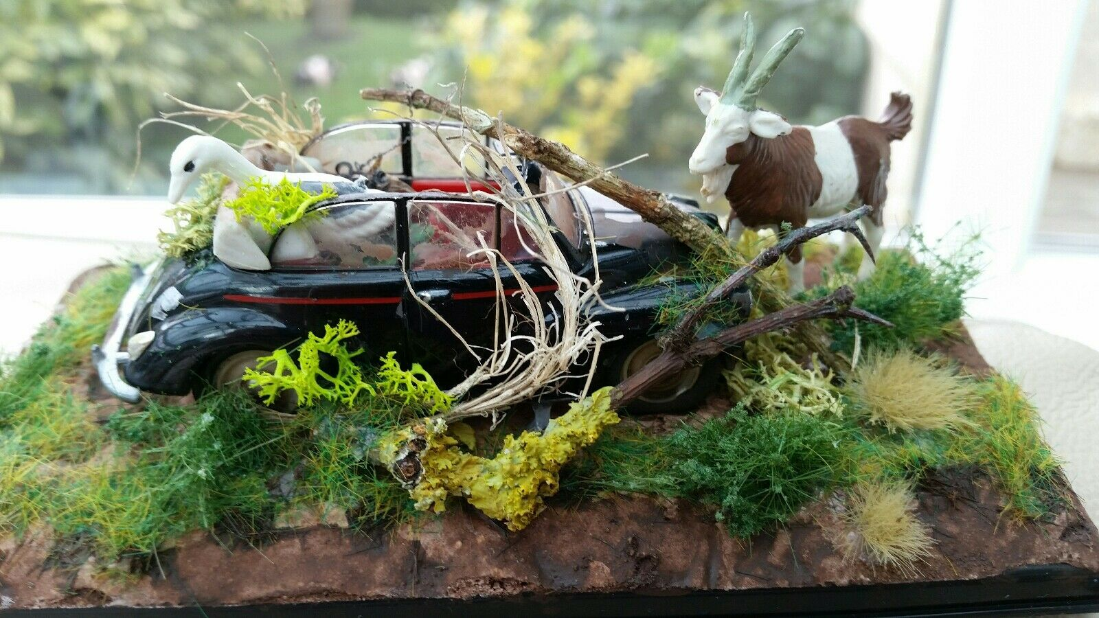 1960's Morris Minor Congreenible Dumped Barn Find Abandoned 1 43 Diorama Cased