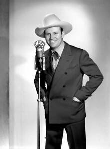 OLD-CBS-RADIO-PHOTO-Radio-Western-Singing-Star-And-Actor-Gene-Autry-1