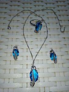 Collana parure con orecchini e anello pietre blu topazi e argento - Italia - Collana parure con orecchini e anello pietre blu topazi e argento - Italia