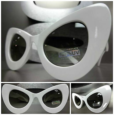 OVERSIZE EXAGGERATED VINTAGE 60's Cat Eye STYLE SUN GLASSES Large White Frame