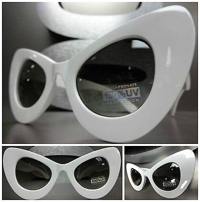 OVERSIZE EXAGGERATED VINTAGE 60's Cat Eye STYLE SUN GLASSES Large White Frame