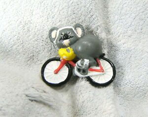 D109-1987-PLASTIC-TOY-KOALA-ON-BICYCLE