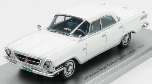 KESS-MODEL KE43032021 SCALA 1//43 CHRYSLER NEW YORKER SEDAN 4-DOOR 1962 WHITE