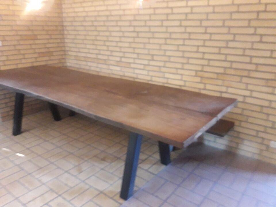 Plankebord med bænk