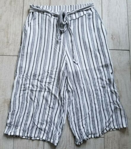 BCBGeneration Gaucho Pants Size M Medium - White/b