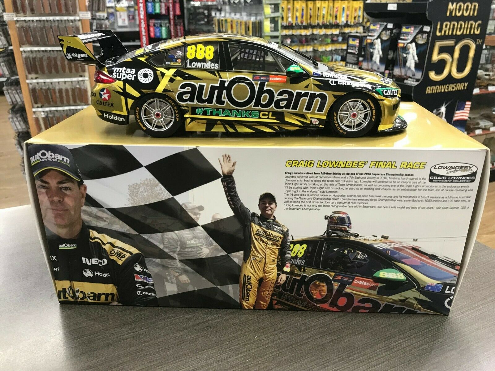 2018 CRAIG LOWNDES FINAL RACE Gold NEWCASTLE 500 HOLDEN COMMODORE 1 18 MODEL CAR