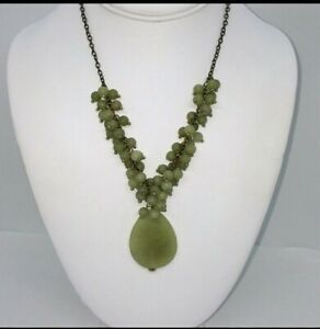 JADE-CLUSTER-NECKLACE-AND-EARRINGS-SET