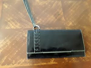 Kenneth-Cole-New-York-women-039-s-genuine-leather-clutch-wristlet-wallet-Black