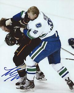 Jannik-Hansen-Signed-8x10-Fight-Photo-Vancouver-Canucks-Autographed-COA