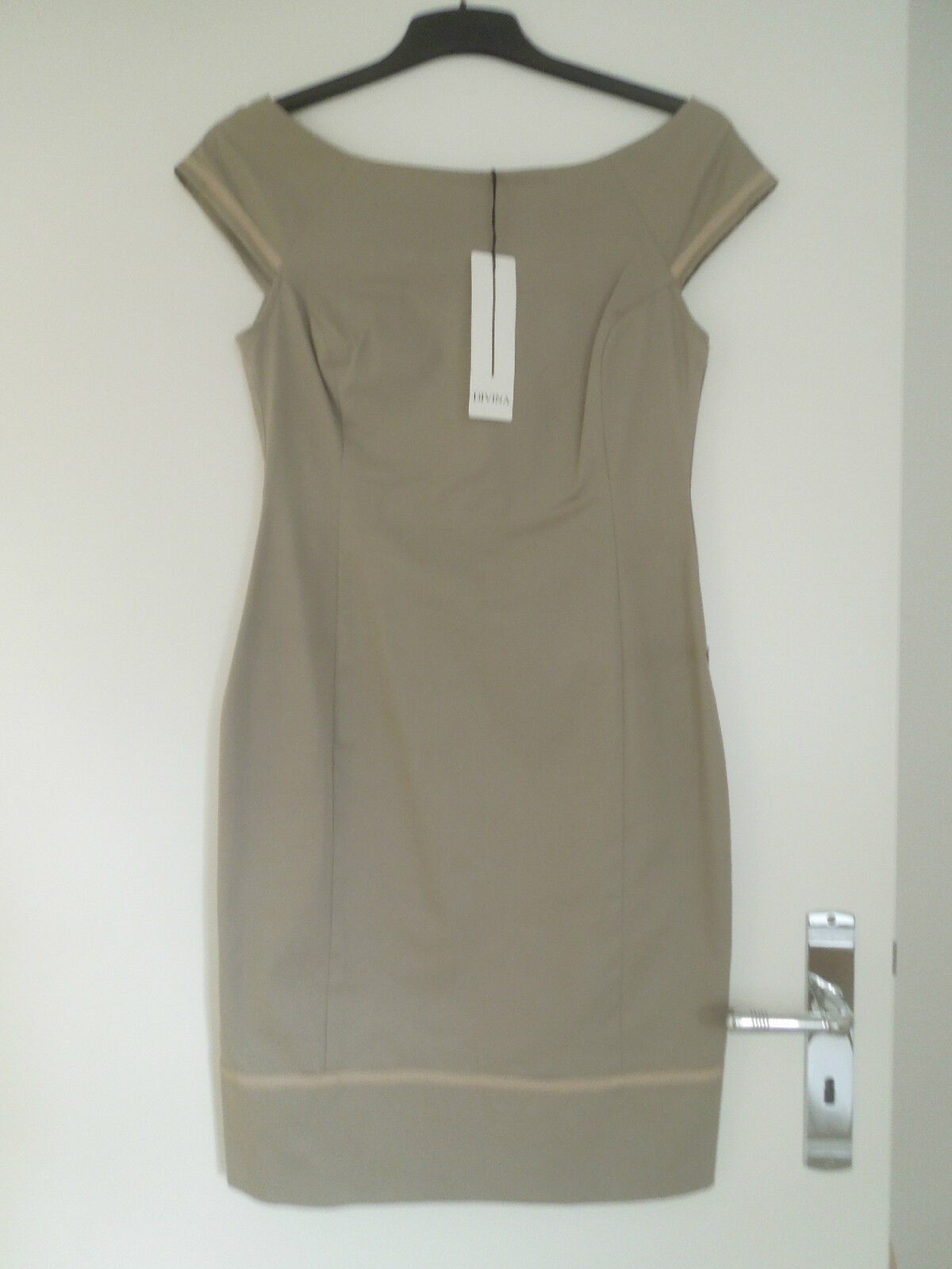 DIVINA - Italienischer Designer  - Kleid - taupe -  398 00 - Neu