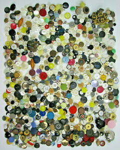 Large-2-5-Pound-Lot-of-Mixed-Buttons-Vintage-and-Contemporary-Different-Types