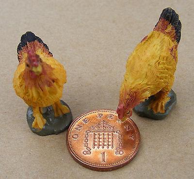 1:12 Scale 2 Brown Tumdee Dolls House Resin Chickens Garden Animals Birds