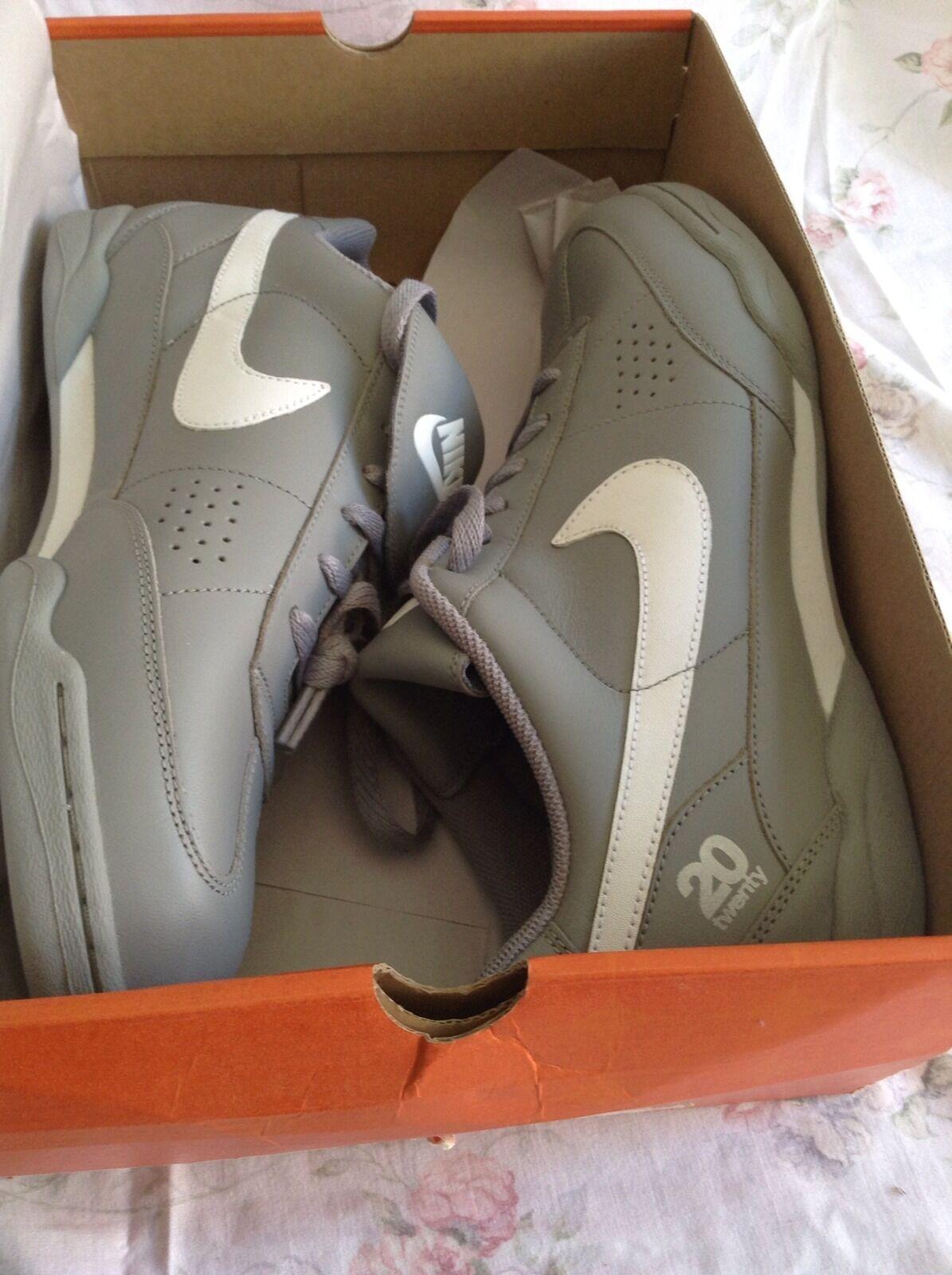 Nike Kick Around  Cheap and fashionable