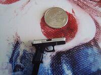 Hot Toys 1/6 The Joker Bank Robber Version 2.0 Gun -us Seller