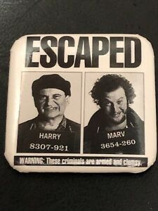 1992-Home-Alone-2-Movie-Promo-Pin-Badge-Harry-Marv-Escaped-Promotional-Button