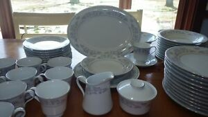 Large-Set-Fine-China-Dinnerware-Dorchester-by-LILING-service-12-11-saucers-EUC