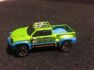 Hot Wheels Off Duty Green 1//64