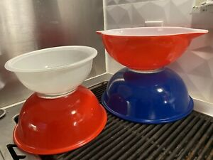 Vintage Pyrex nesting Mixing Bowls Clear Bottom Set Of 4 Red white Blue pouring