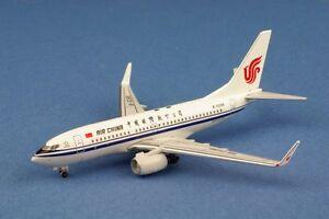 Aeroclassics Boeing 737-700W Air China B-5296 - France - État : Neuf: Objet neuf et intact, n'ayant jamais servi, non ouvert. Consulter l'annonce du vendeur pour avoir plus de détails. ... Sous-type: Avion Fabricant: AeroClassics Assemblage: Kit monté Marque: AeroClassics Echelle: 1/400 Couleur: Air - France