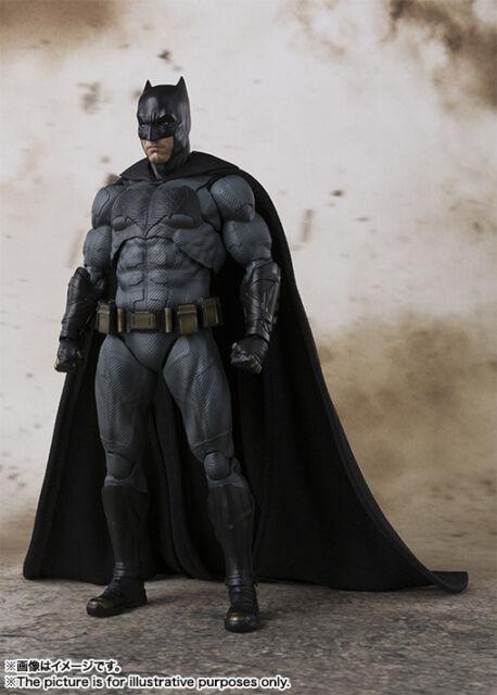 BANDAI S.H.FIGUARTS BATMAN JUSTICE LEAGUE ACTION FIGURE