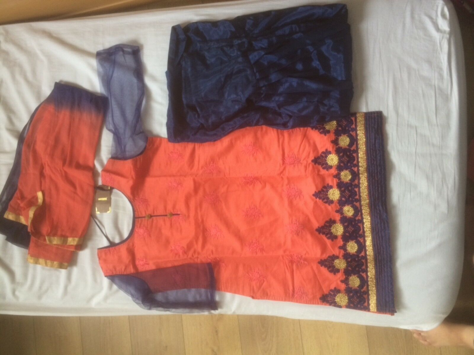 Brand new indian outfit (size S M)
