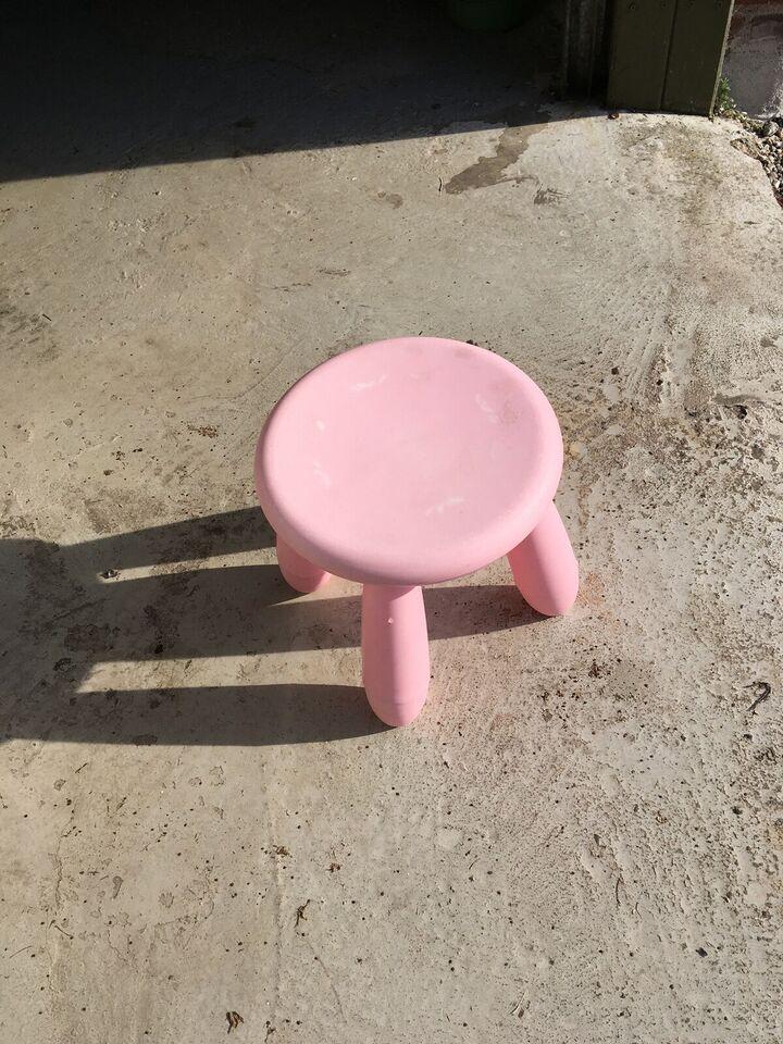 Stol, 2gamle SFO stole+1 lyserød stol .