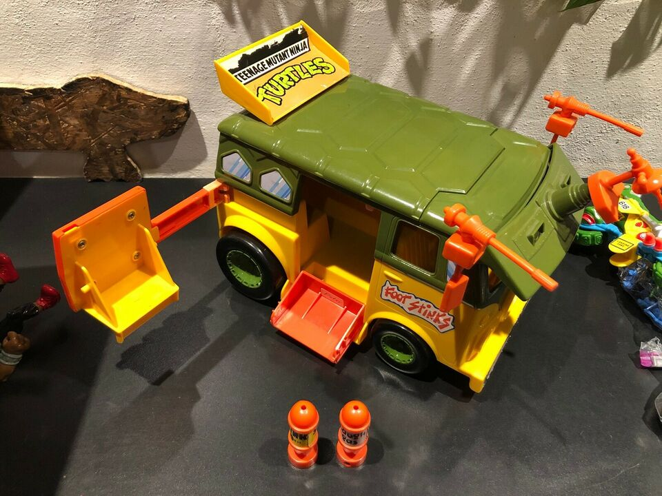 TMNT Turtles Party Wagon, Playmates