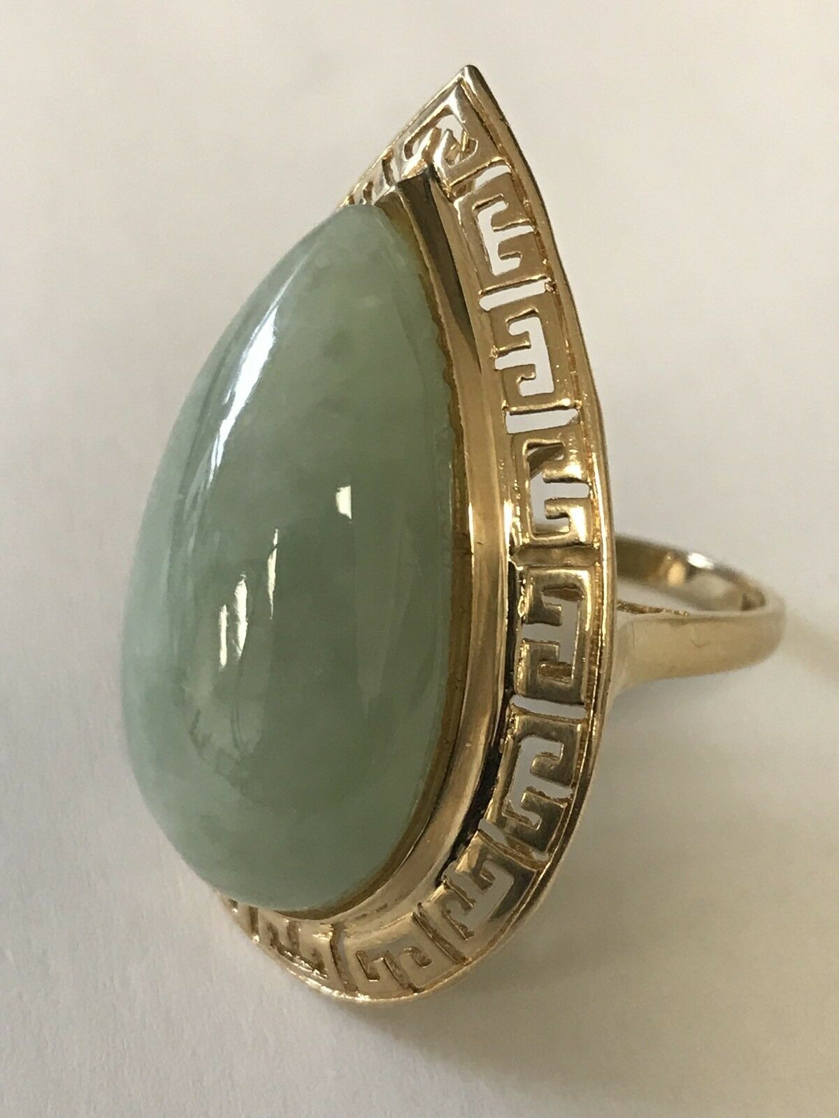 14k Yellow gold Vintage Large Green Jade Ring, Size 6, 9.9 Grams