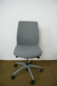Gebrauchter-Viasit-Buerstuhl-FUTURA-Drehstuhl-ohne-Armlehnen-Schreibtischstuhl