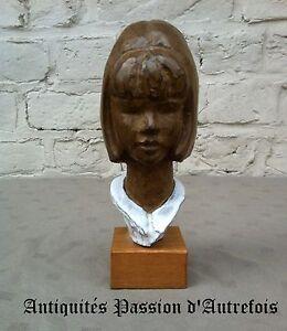 B201748 - Buste En Céramique Sur Socle En Bois - 18,5 Cm De Hauteur