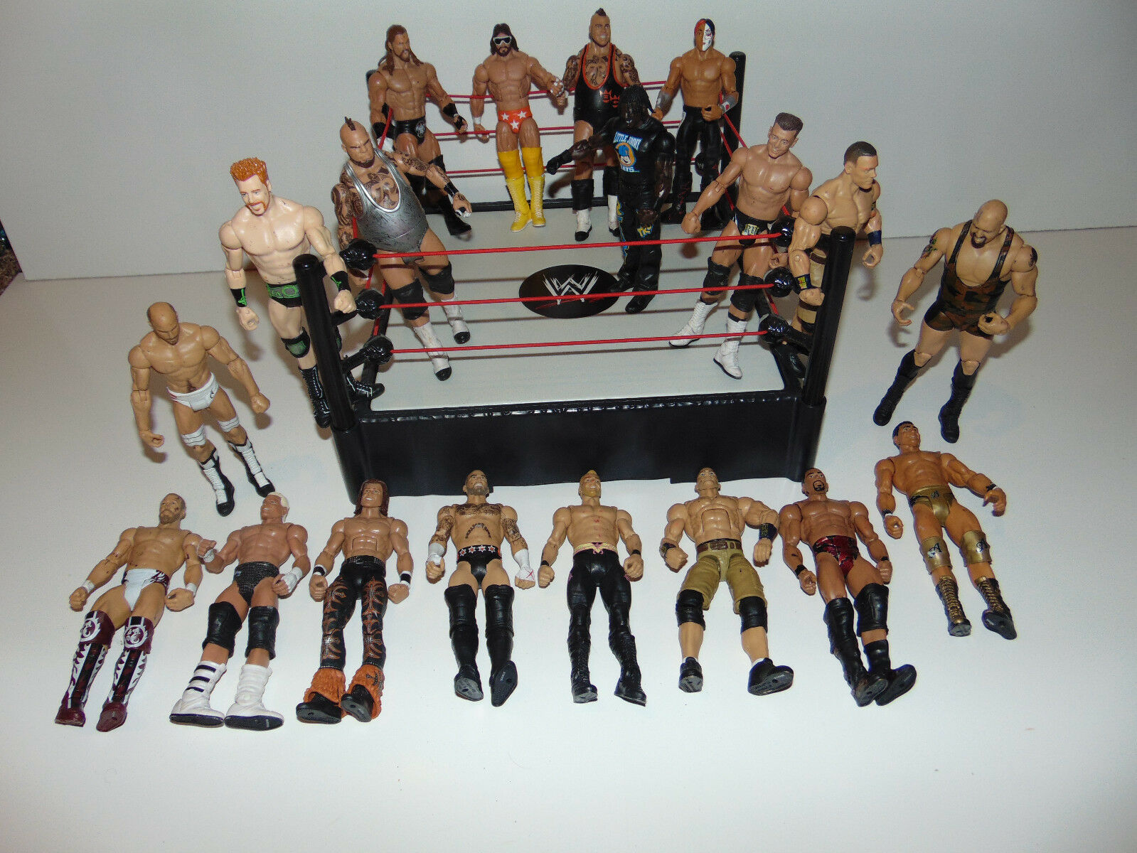 WWE RAW Wrestling Ring W  19 Wrestlers Action Figures CENA MACHO MAN MATTEL Lot