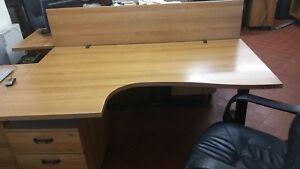 N° scrivanie componibili quadrifoglio con cassettiere e poltrone