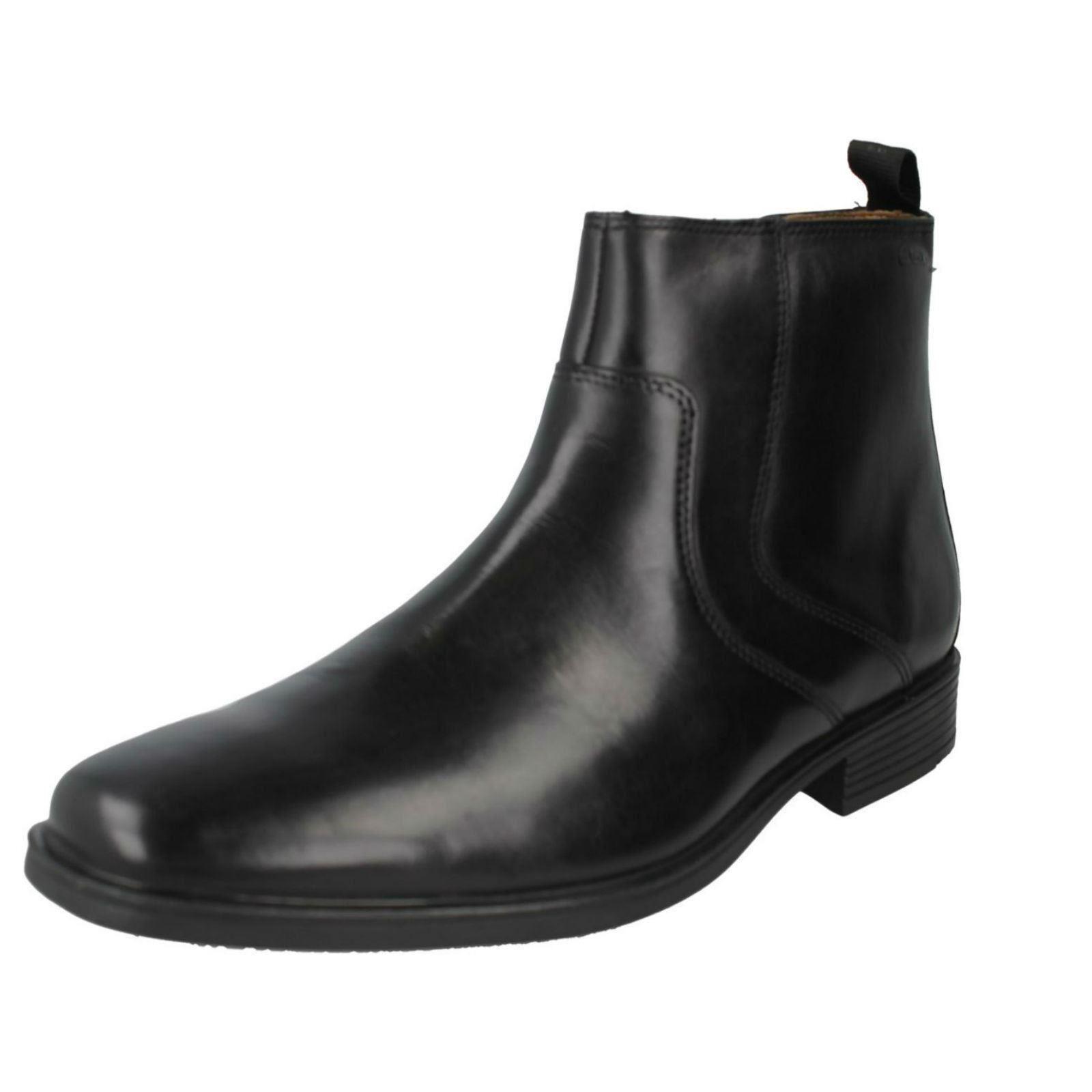 Clarks'Tilden Zip 'Men's Smart nero Leather Ankle stivali  G Fitting  marchi di stilisti economici