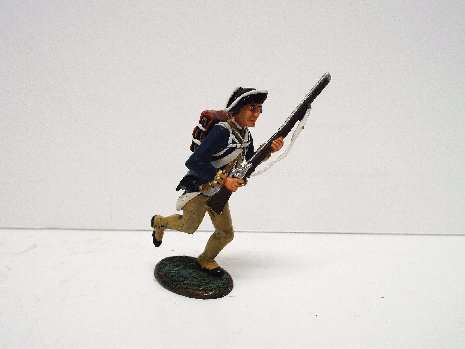 KING AND COUNTRY AR002 RHODES ISLAND 1776 SOLDIER RUNNING UNBOXED  (BS1895)