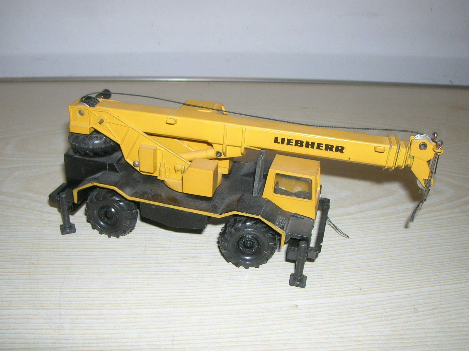 Conrad 3076 Model Car Crane  LIEBHERR  - in 1 50
