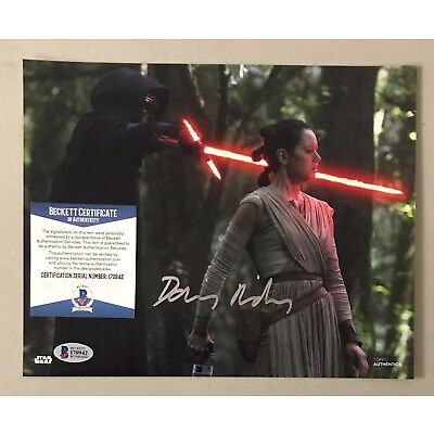 120608 Daisy Ridley Signed 8x10 STAR WARS Topps Photo Rey AUTO BAS WITNESSED COA