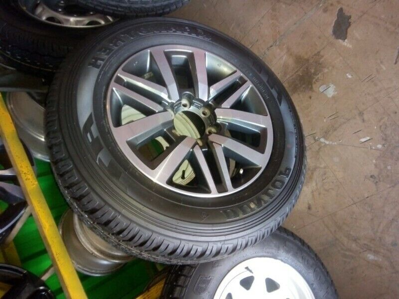 """18"""" Toyota Hilux/Fortuner original mag with brand new 265/60/18 Dunlop AT to use for spare R3650"""