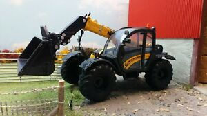 BRITAINS 43263 1:32 SCALE NEW HOLLAND TH7.42  TELEHANDLER (YELLOW)