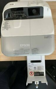 Epson-EB-485Wi-Ultra-Short-Throw-Projector-including-ceiling-mount