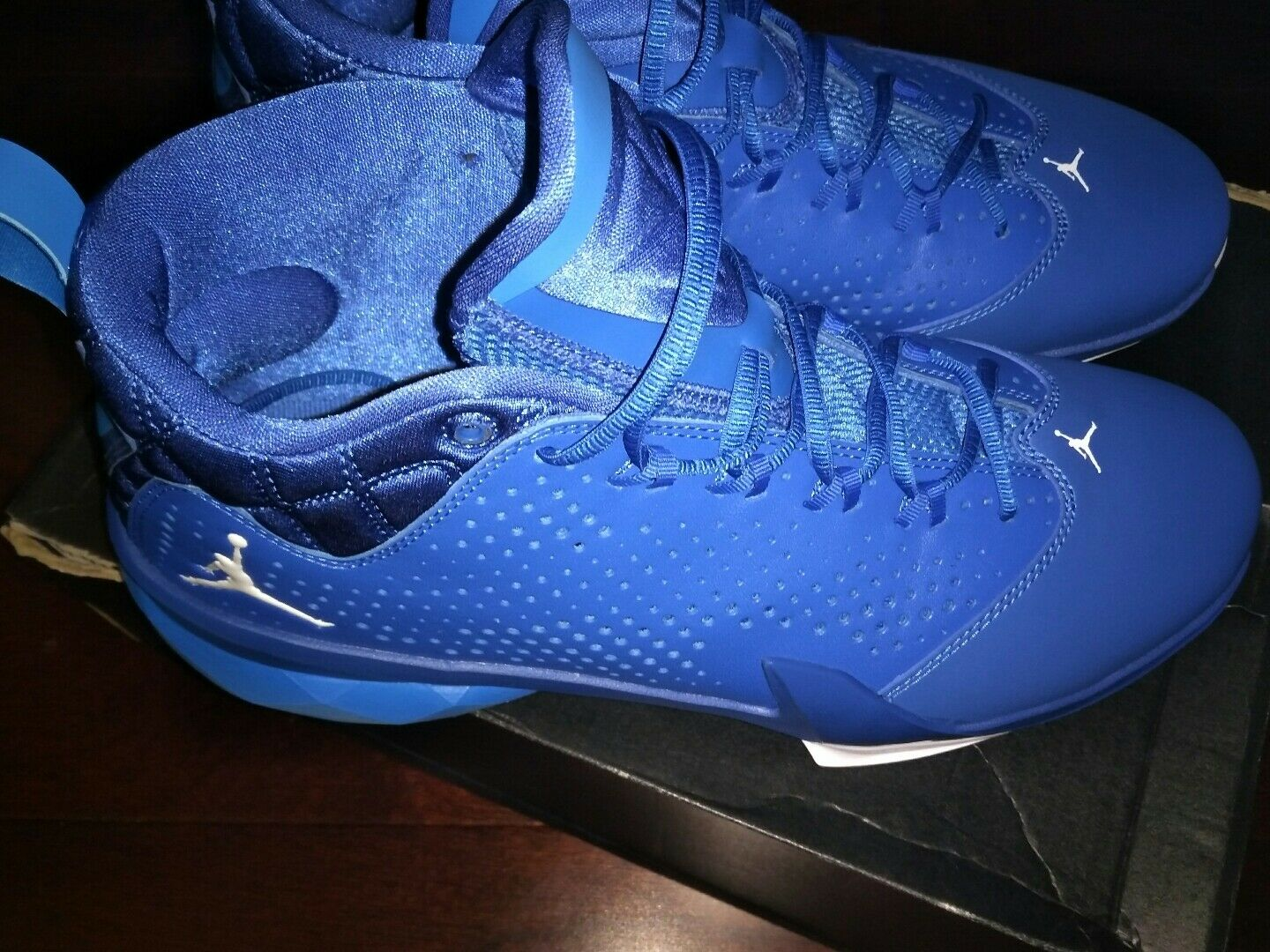 BRAND NEW.... Men's size 11 Jordan Flight