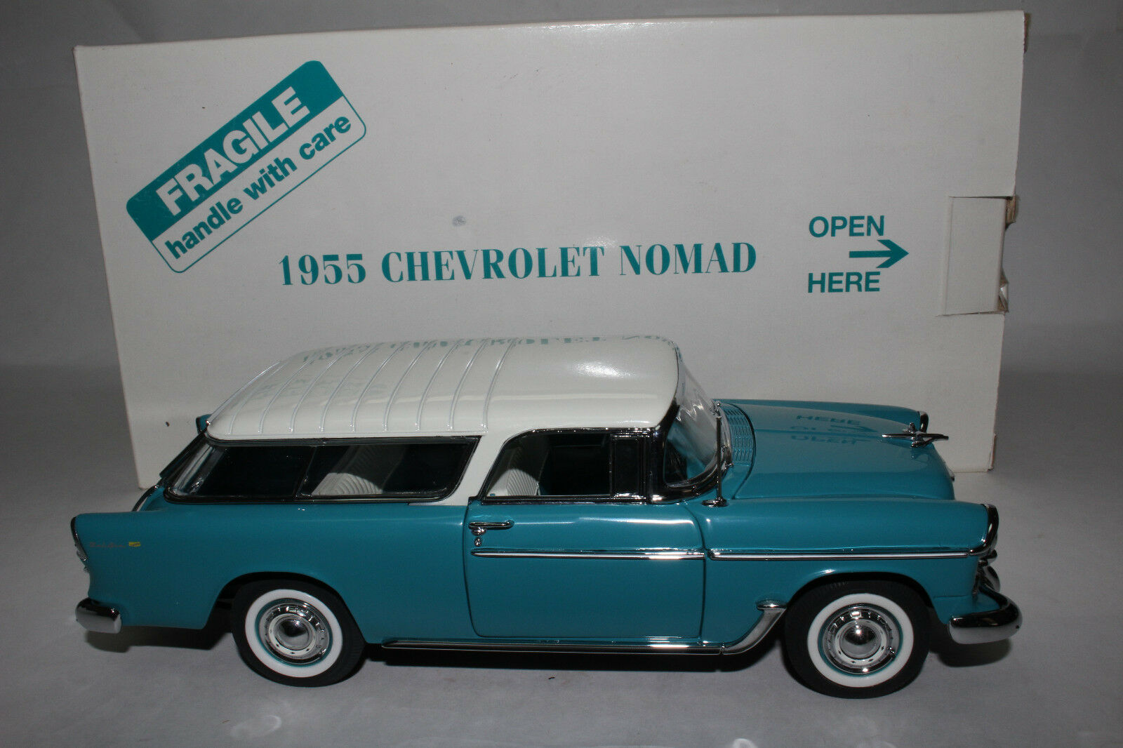 Danbury Mint 1955 Chevrolet Nomad Station Wagon 1 24 Scale Die Cast Model