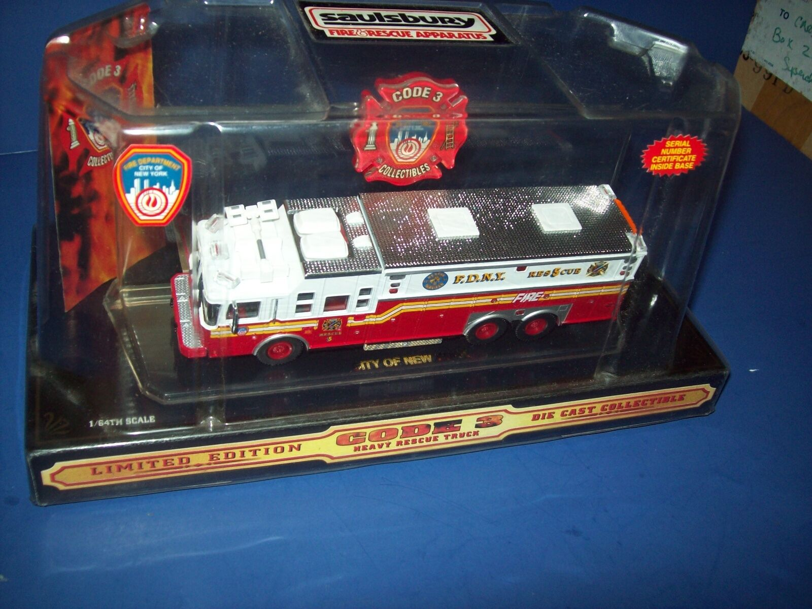 Code 3 FDNY Saulsbury Heavy Rescue 5 Limited Edition 1 64 New In Box