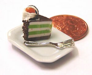 1-12-Scale-Slice-Of-Cake-On-A-Ceramic-Plate-Dolls-House-Miniature-Accessory-SC25