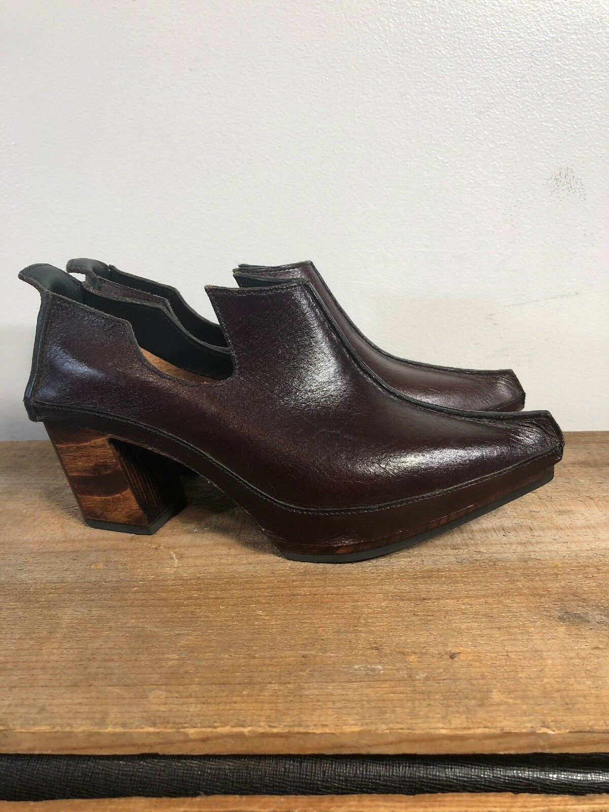 alta quaità Fluevog Lenora Hand Crafted Wine Leather Slip On Clog scarpe, scarpe, scarpe, Wm's Sz 6  punto vendita