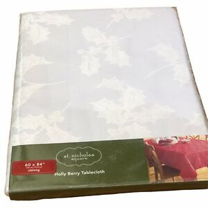 ST-Nicholas-Square-White-Tablecloth-60-034-X-84-034-Oblong-Holly-Berry-Cotton-Blend