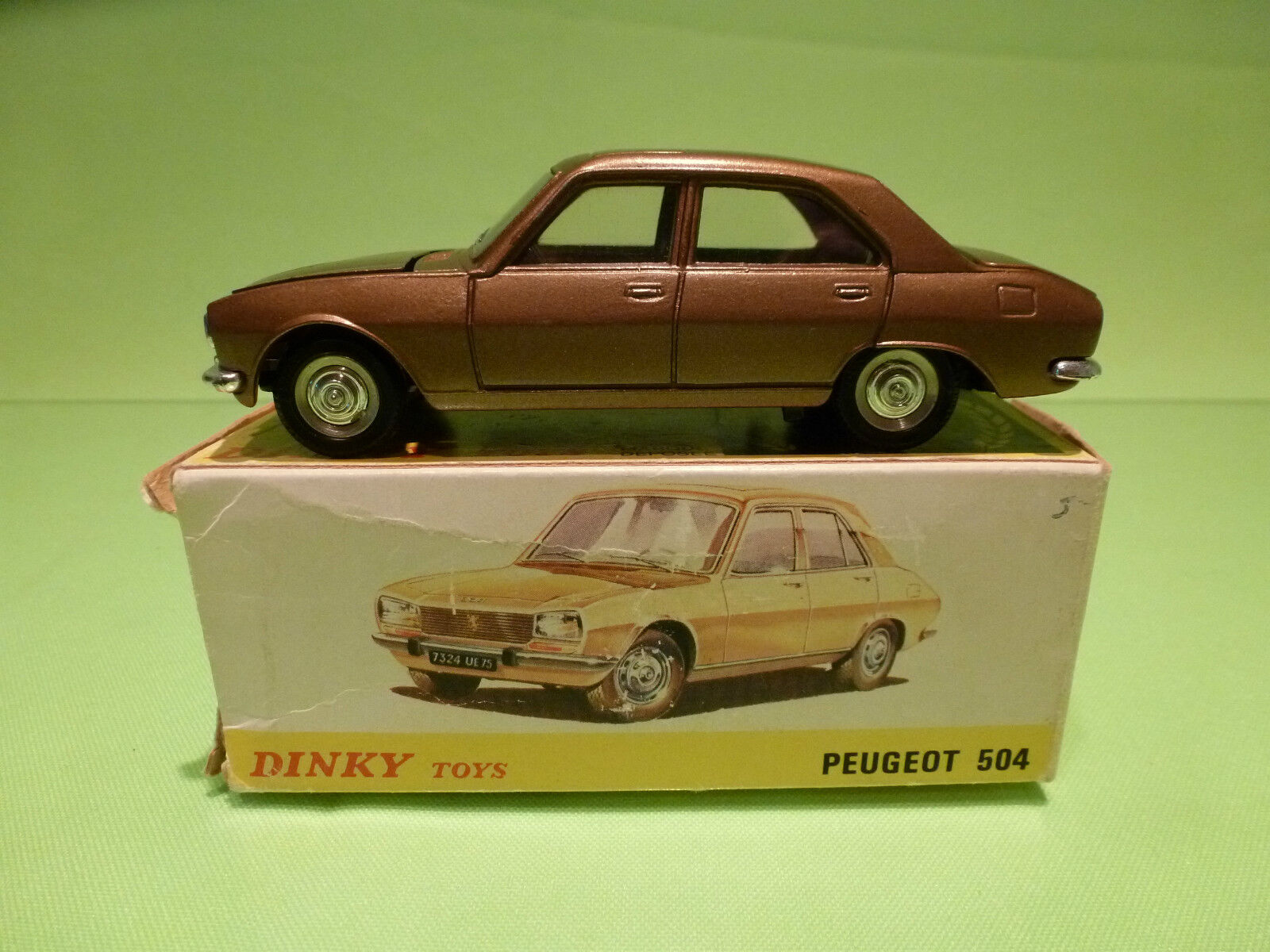 DINKY TOYS 1452  PEUGEOT 504 - BRONZE 1 43 - RARE SELTEN - EXCELLENT IN BOX