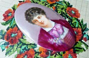 Ancien MÉdaillon Portrait De Femme Miniature Peint Sur Porcelaine Xixe