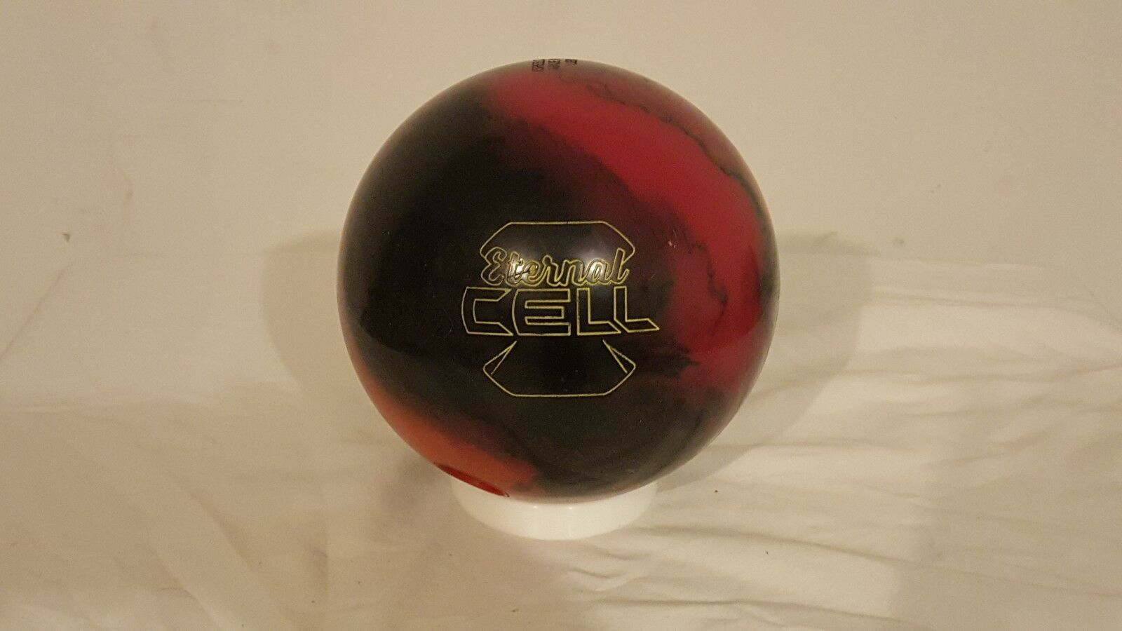 15lb redO GRIP ETERNAL CELL BOWLING BALL - USED